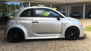 Este Fiat 500 com kit widebody Cinquone, turbo e 210 cv pode ser seu novo monstrinho de track day