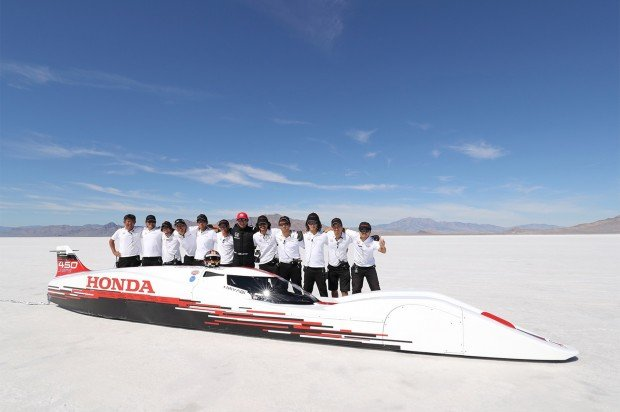 Honda-S-Dream-Streamliner-front-three-quarter-with-team