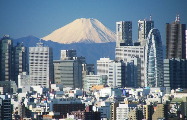 Fuji-from-afar-bunkyo-civic-center