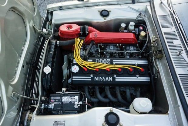 nissan_skyline_2000gt-r_sedan_4