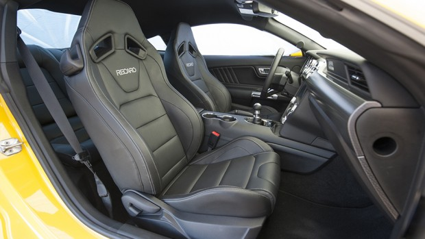 2015-Ford-Mustang-GT-front-interior-seats