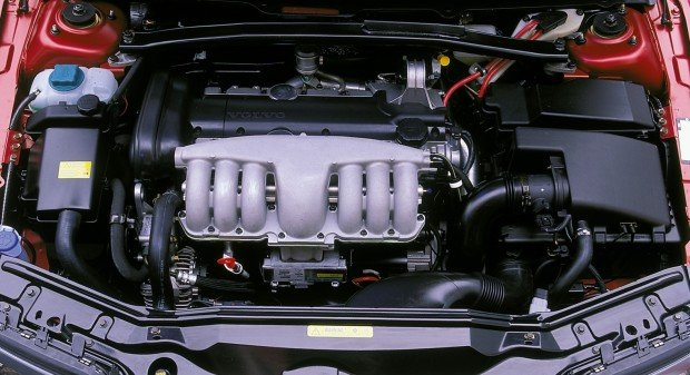 Volvo-B6304S3-6-cyl-engine-in-S80