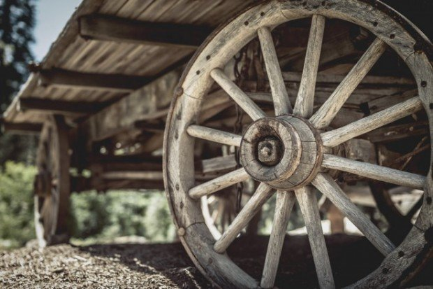 wooden-wagon-wheel-close-up-01-e1446215374158