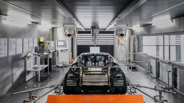 2017-bugatti-chiron-production-at-molsheim-factory (11)