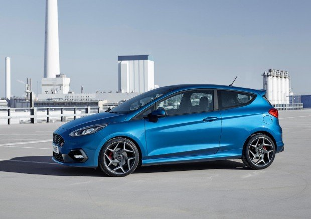 FORD_2017_Fiesta_ST_05-LOW