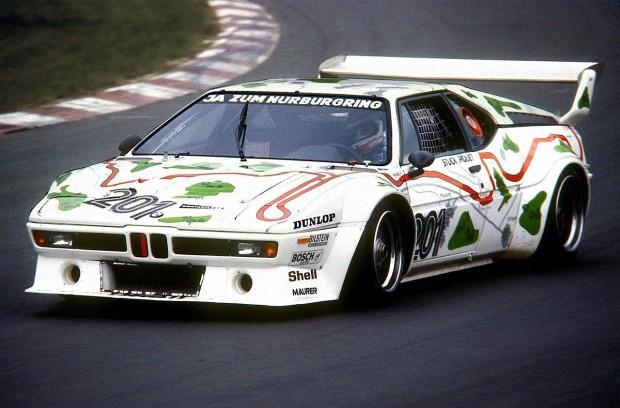 1280px-1980-05-24_Nelson_Piquet_im_BMW_M1,_Nürburgring_Südkehre