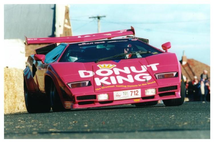 os carros de corrida cor de rosa mais legais que j existiram. Black Bedroom Furniture Sets. Home Design Ideas