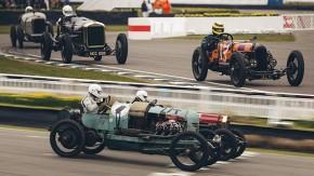 V12 de 10 litros, pneus estreitos e mais de 100 anos de idade: a insanidade do S.F. Edge trophy em Goodwood