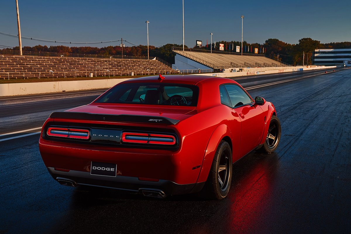 dodge challenger srt demon 840 hp zero a 100 km h em 2 3 segundos e banido das pistas de. Black Bedroom Furniture Sets. Home Design Ideas