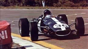 Como Dan Gurney se tornou o segundo piloto a vencer um GP de F1 com um carro feito por ele mesmo