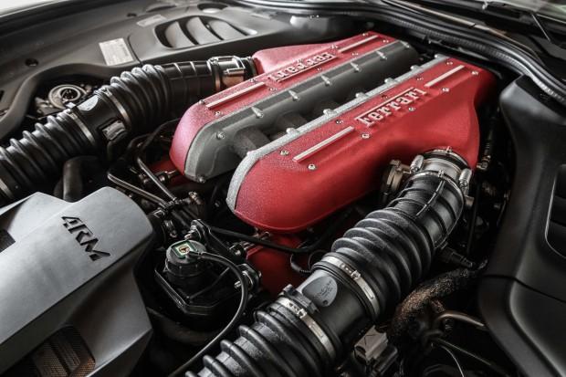2017-Ferrari-GTC4Lusso-engine-02