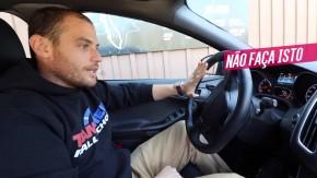 """Posição de dirigir: porque a postura """"15 pras 3"""" é a melhor e qual o problema das outras?"""