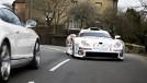 Este cara dirige um Porsche 911 GT1 de Le Mans nas ruas e estradas