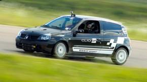Este Renault Clio 1.6 16v turbo prontinho para track days está à venda!