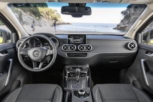 D407946-Mercedes-Benz-X-Klasse--Interior-Progressive