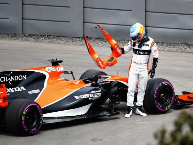 Fernando-Alonso-break-down-headrest