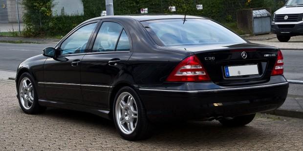 1280px-Mercedes-Benz_C_30_CDI_AMG_(W_203,_Facelift)_–_Heckansicht,_21._September_2013,_Ratingen