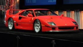 Ferrari F40: as diferenças entre a versão europeia e a versão americana segundo os manuais originais