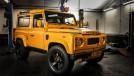Como transformar o Land Rover Defender em um esportivo? Colocando um V8 de Corvette nele!