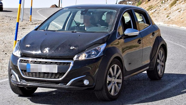 Peugeot-1008Mule-3