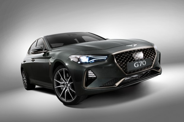 2019-Genesis-G70-front-three-quarter-03