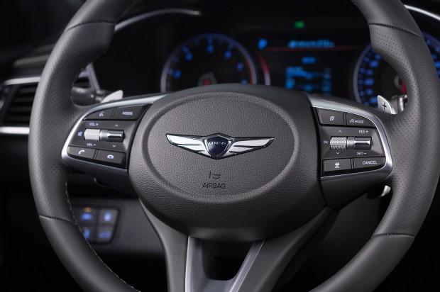 2019-Genesis-G70-steering-wheel