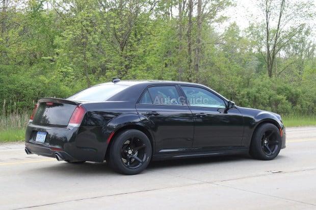 Chrysler-300-SRT-Spied-8-copy