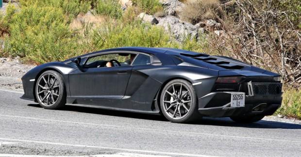 Lamborghini-Aventador-Performante-spyshots-6-850x535