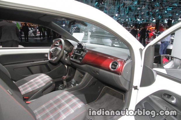 VW-up-GTI-dashboard-side-view-at-the-IAA-2017 (1)