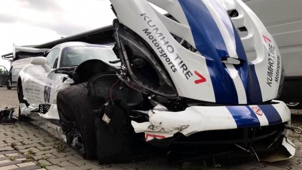 dodge-viper-acr-crash