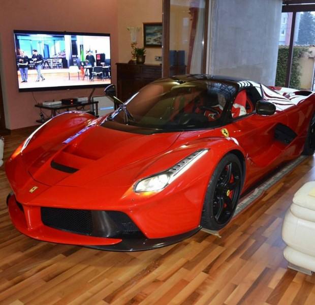 Ferrari-LaFerrari-living-room-7