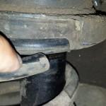 Gambitech 4, molas cortadas, e aquele pivô maroto encostando na roda e no pneu. Ai tu já vê o cuidado do ex-dono (1)