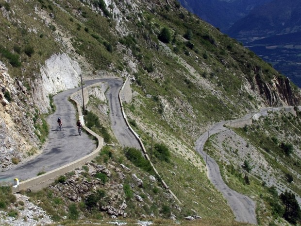 driving-routes-france-shutterstock-90957056