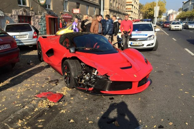 laferrari-crashes-in-budapest-hits-three-cars-photo-gallery-101567_1