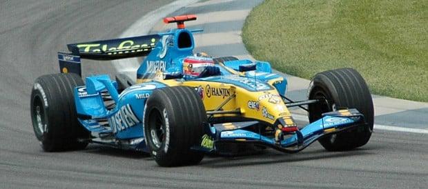 Alonso_(Renault)_qualifying_at_USGP_2005
