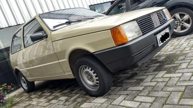 """Para quem é fã dos """"frente alta"""": este Fiat Uno CS 1.3 1985 todo original está à venda"""