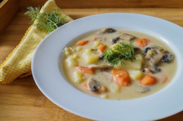 russian-potato-and-mushroom-soup-1-of-2-1024x680
