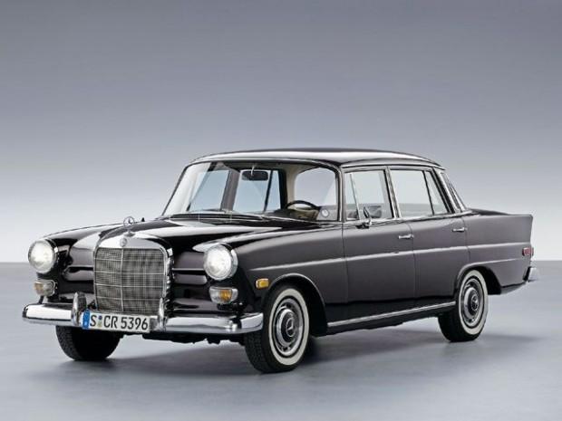 0705dp_09_z+1961_mercedes_benz_fintail190d+front_drivers_side