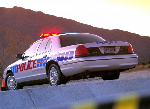 ford_crown_victoria_p71_police_interceptor_2
