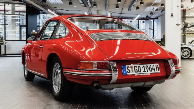 high_911_barn_find_2017_porsche_ag (10)