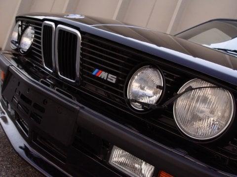 1988_BMW_E28_M5_Euro_Front_1