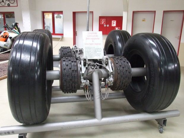Concorde_undercarriage_Speyer_02_with_disc_brakes