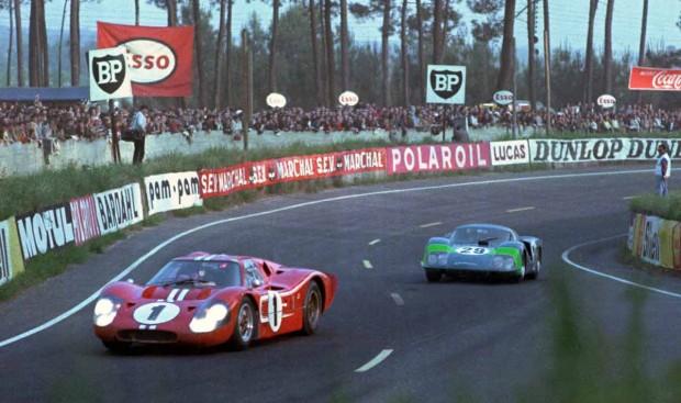 Dan-Gurney-AJ-Foyt-Le-Mans-GT40-MarkIV-1967-1