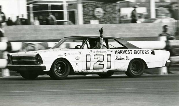 Dan-Gurney-Wood-Brothers-Ford-Motortrend-500-Riverside-1966