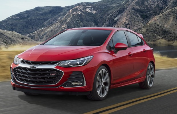 2019-chevrolet-cruzehatch-001-1-