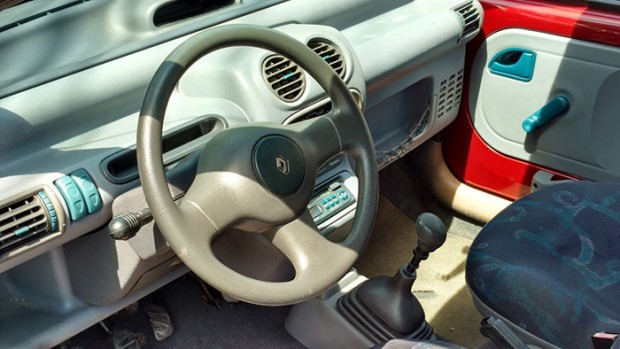 018 - O volante de Kangoo não é tão charmoso, mas pelo menos não esfarela na mão