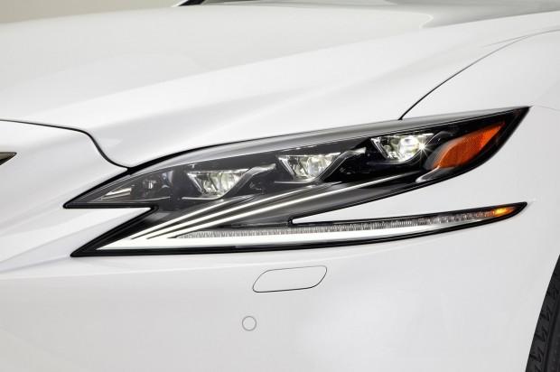 2018-Lexus-LS-500-F-Sport-headlight
