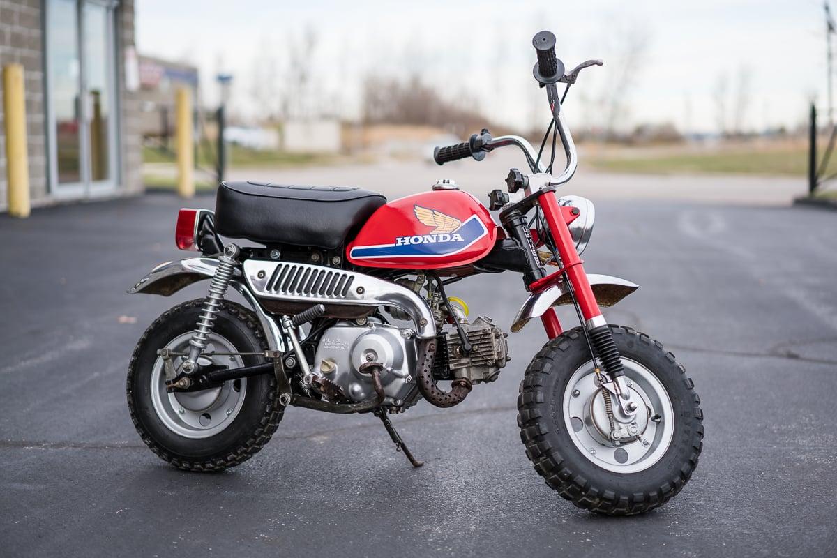 honda monkey a mini moto dos anos 70 que virou brinquedo de gente grande flatout. Black Bedroom Furniture Sets. Home Design Ideas