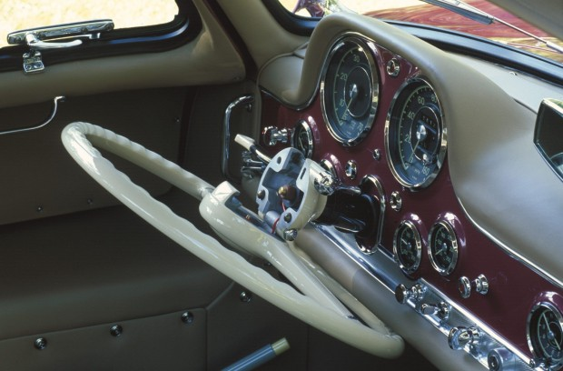 Mercedes-Benz-300SL-Folding-Steering-Wheel