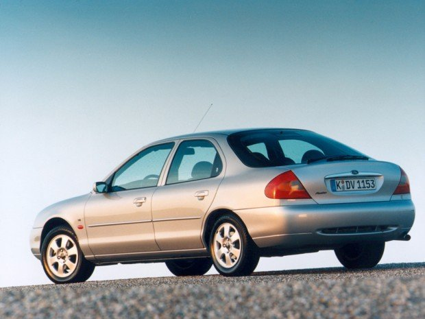 ford_mondeo_hatchback_9